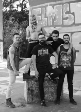 Flying-Chair-Groupe-Punk-Rock-Alternatif-Lausanne-Suisse-Photo-Fun-Groupe-Potes-Noir-Blanc-Verticale